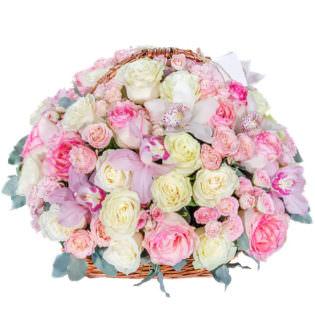 Цветы в корзинке «Малиновое мороженное»